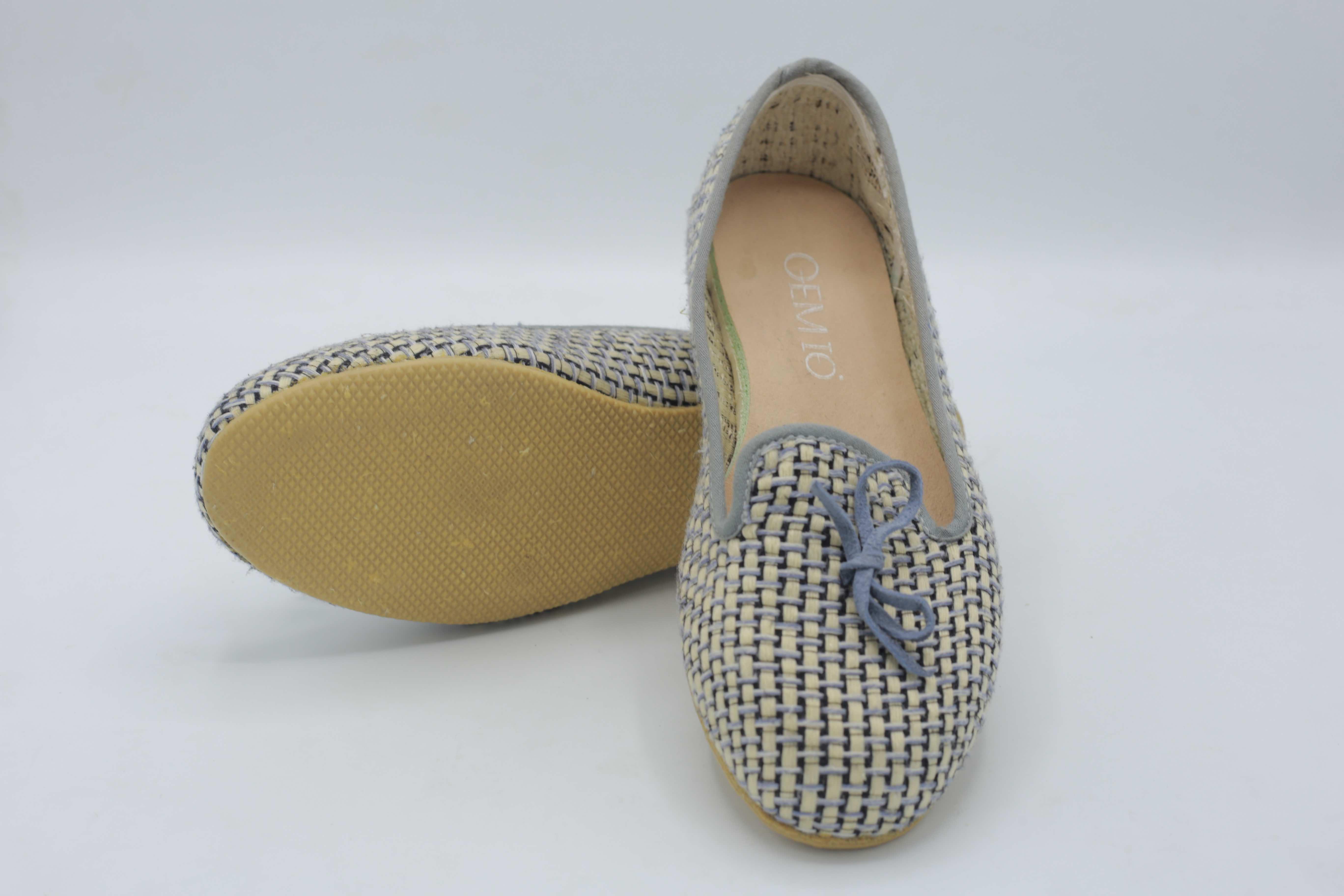 C04012 รองเท้าผ้าทอมือ Gemio