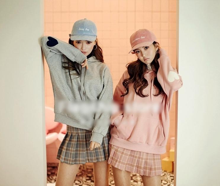 เสื้อกันหนาว มีฮู้ดสีชมพู แต่งศอกลายหัวใจ
