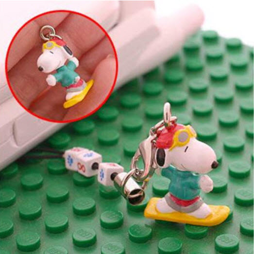 ที่ห้อยมือถือ Snoopy เล่นสโนว์บอร์ด
