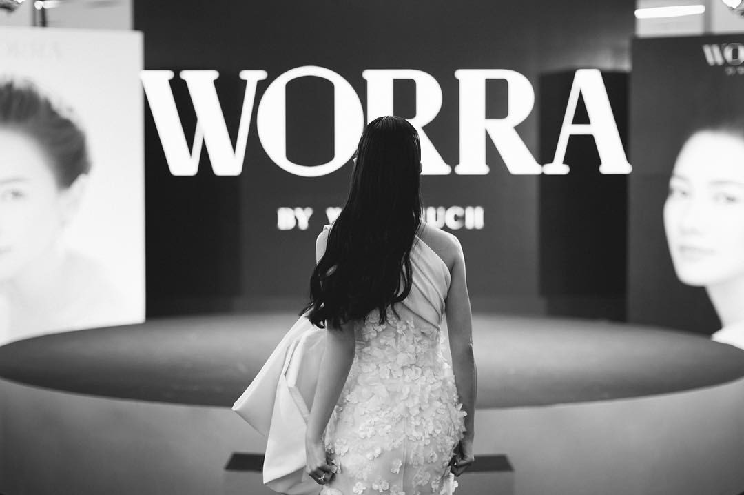 เรามั่นใจว่าคนที่ซื้อสินค้าของ WORRA มีทั้งกลุ่มแฟนคลับ ซึ่งเป็นข้อดีของการเป็นนักแสดง ทำให้มีคนรู้จักอยู่แล้ว พร้อมให้การสนับสนุนเรา และกลุ่มผู้ใช้สินค้าจริง เพราะพฤติกรรมผู้บริโภคสรรหาสิ่งที่ดีที่สุดให้ตัวเองเสมอ จึงอยากลองของใหม่ ขณะที่การสื่อสาร