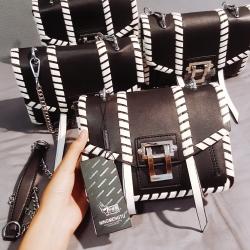กระเป๋าสะพาย อะไหล่โลหะสีเงินอย่างดี จุของได้เยอะ
