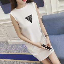 เดรสแฟชั่นเกาหลี แขนกุด ผ้าร่อง สกรีนลายสามเหลี่ยม สีขาว