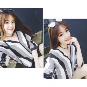 เสื้อแฟชั่นเกาหลี คอวี แขนสี่ส่วน กระดุมหน้า ลายทางสีขาวดำ