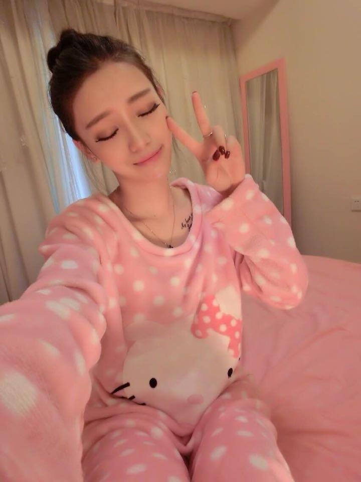ชุดนอน คอกลม แขนยาว + กางเกงขายาว ผ้าขนสัตว์เทียม สีชมพู